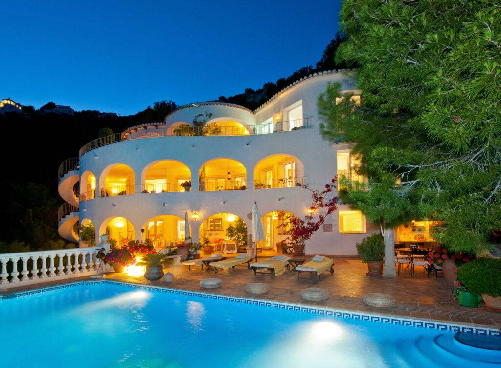 Magnificent first line villa with breath-taking sea views - Spain