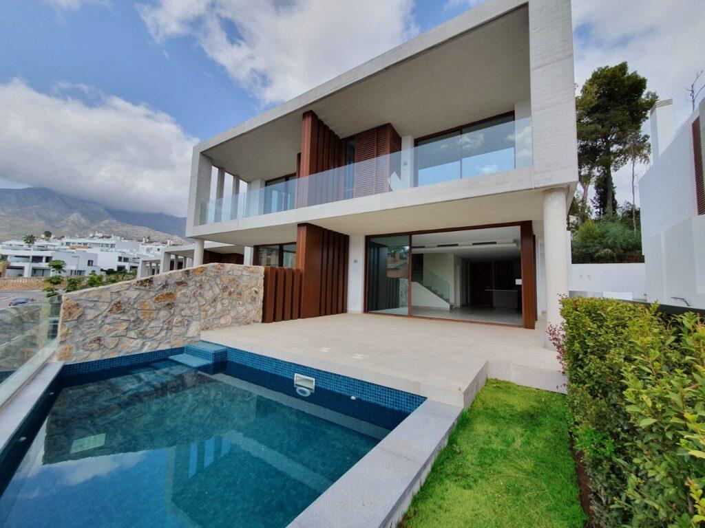 Brand new semi-detached villa in Golden Mile (Marbella) - Spain