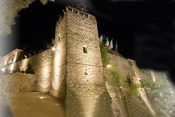 Castle in Umbria with almost 100 rooms - Italy